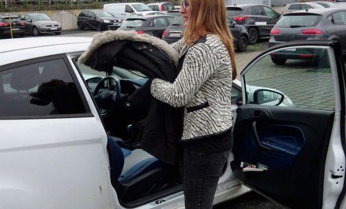 Warm, aber gefährlich: Winterjacke beim Autofahren erhöht Verletzungsgefahr