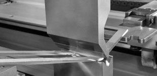 Hezinger Abkantpressen mit flexiblem Werkzeugsystem