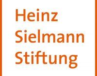 Heinz Sielmann Stiftung: Schwarze Rieseninsekten verlassen ihr Winterquartier