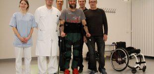 Querschnittzentrum: Patient läuft dank Exoskelett