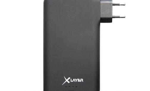 """Keine Kabel, trotzdem alles dran: Neue Powerbank """"PLUS Power Plug"""" von XLayer mit integriertem Netzstecker und Ladekabel"""