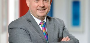 Rechtsanwalt Daniel Aretz ist Fachanwalt für Handels- und Gesellschaftsrecht