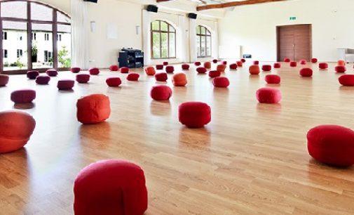 KHYF gibt ein fortgeschrittenes 1.000 Stunden Yogatherapie Training in Deutschland bekannt