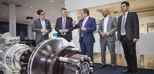 Ministerpräsident Armin Laschet besucht BPW in Wiehl als Vorzeigeunternehmen für E-Mobilität und Industrie 4.0 (mit Video)