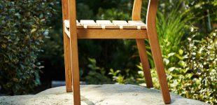 Die richtige Pflege für Gartenmöbel aus Holz