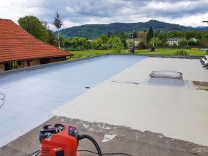 Feuchteeintrag in die Bausubstanz wird mit Triflex zuverlässig verhindert.