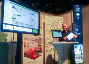 Sales Manager Felix Chrobak erklärte gerne die Vorteile verschiedener Displayformate.
