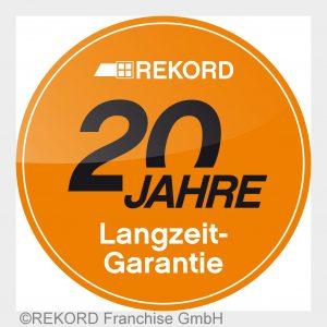 Neben den 20 % MwSt. geschenkt gewährt REKORD 20 Jahre Langzeit-Garantie auf Fenster und Türen.