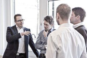 Rainer Krumm (li.) ist einer der Zertifizierungskursleiter von 9 Levels