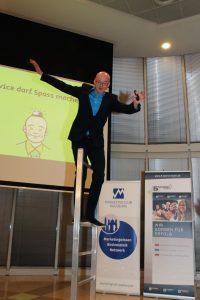 Serviceexperte Armin Nagel auf der Bühne