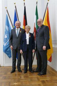Bernd und Hilde Stachetzki mit Bürgermeister Reinhard Limbach