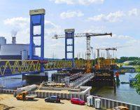 Schwimmendes Stromaggregat für den Neubau der Kattwykbrücke