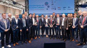 Die Gewinner des IDL 2018 mit den Laudatoren und einigen Jurymitgliedern.