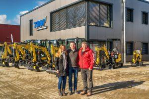 v.l.n.r. Kerstin Kercher, Marcus Taubitz und Frank Thoss im neuen Center von Taubitz Baumaschinen.