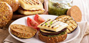 Gemüse-Burger bereichern die Grillsaison