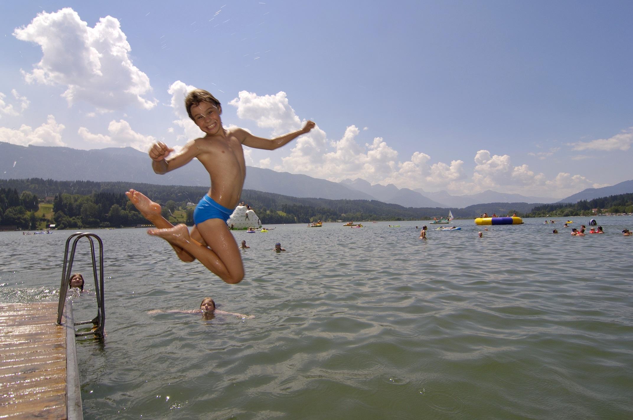 Da lässt sich der Wasserspaß am See so richtig auskosten. (Foto: schluga.com)