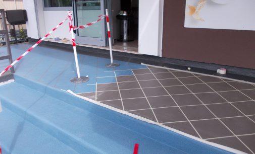 Visitenkarte Terrasse: Eingang zur Eisdiele wieder schön und sicher