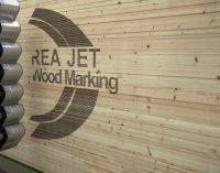 REA JET: Kennzeichnungslösungen für die Holzindustrie