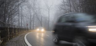 Sicher mit dem Auto durch den Nebel – Saisonale Verbraucherinformation der ERGO Versicherung