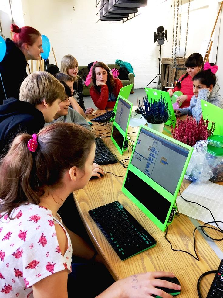 Arche Kids entdecken mit E WIE EINFACH und der Codingschule das Programmieren.
