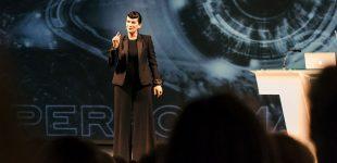 """Profiler Suzanne Grieger-Langer startet Bühnenshow """"Cool im Kreuzfeuer"""""""