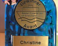 Christine Hofmann erhält Award  der 1. Speaker Cruise