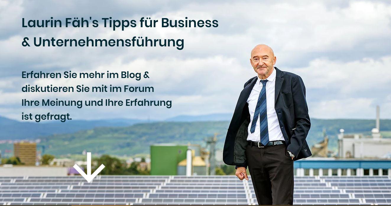 Laurin Fäh auf dem Dach einer seiner Photovoltaik-Anlagen