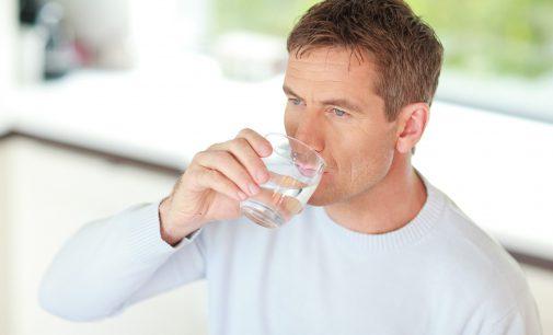 Erkältungszeit – Warum viel Trinken jetzt hilft