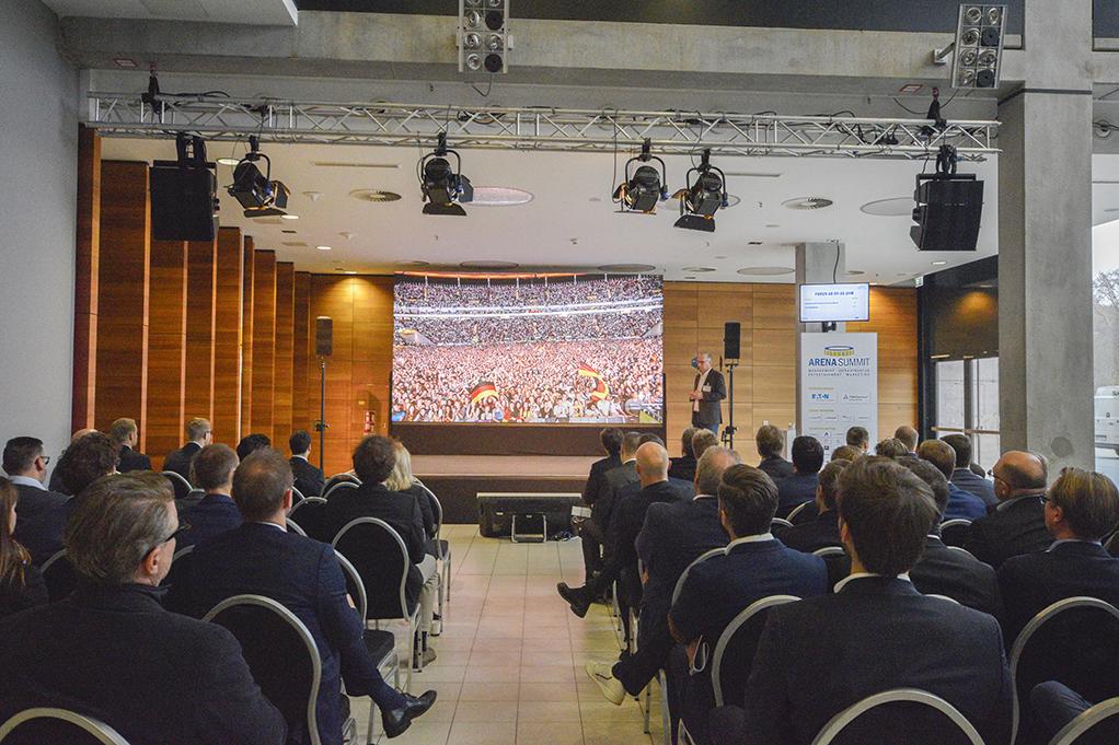 PINK Event Service realisierte Hauptbühne für den ersten ARENA SUMMIT in der Commerzbank-Arena Frankfurt.
