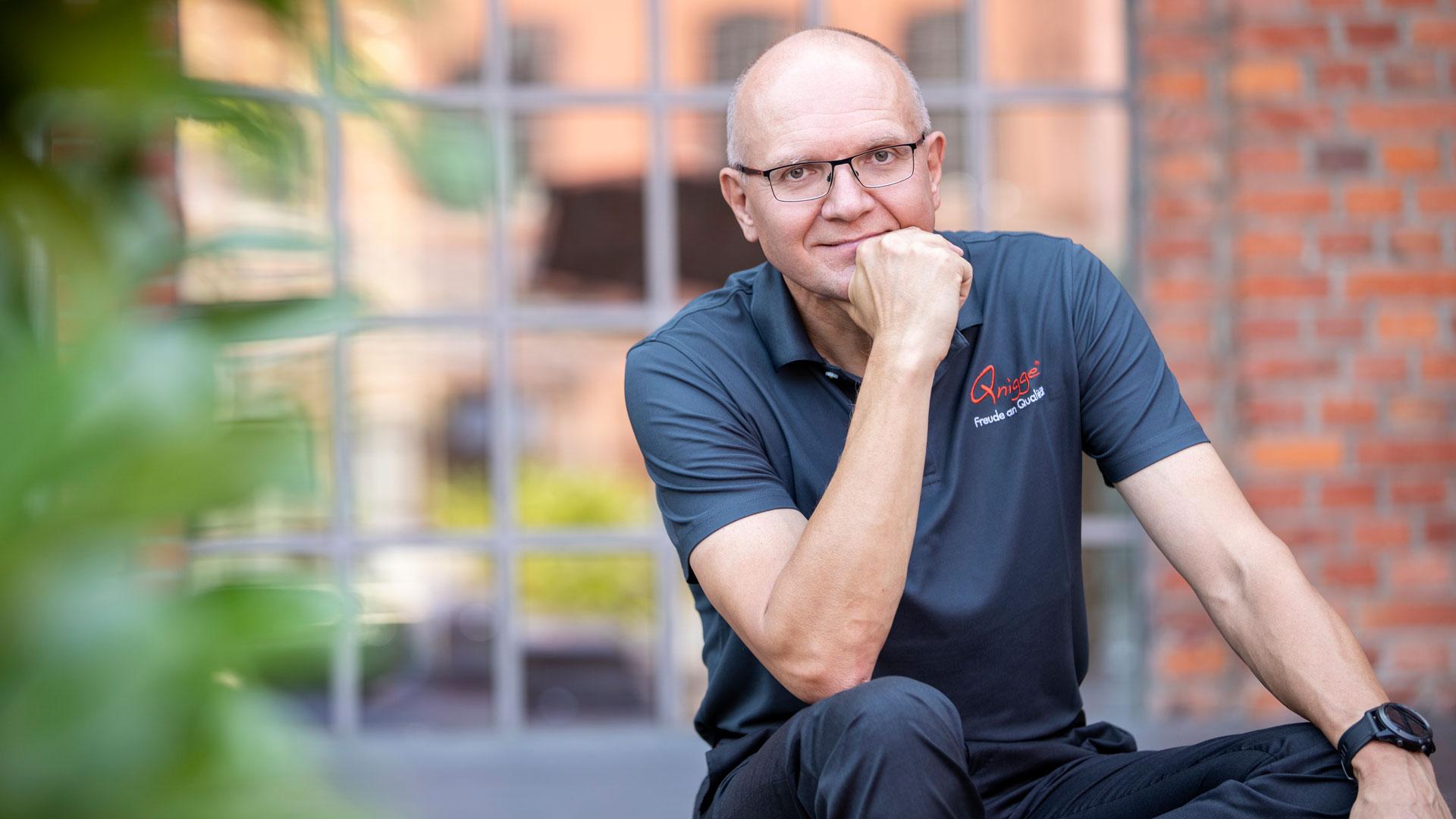 Markus F. Weidner vom Institut Qnigge – Führungsqualität & Service-Erlebnis übermittelt in seinen Tr