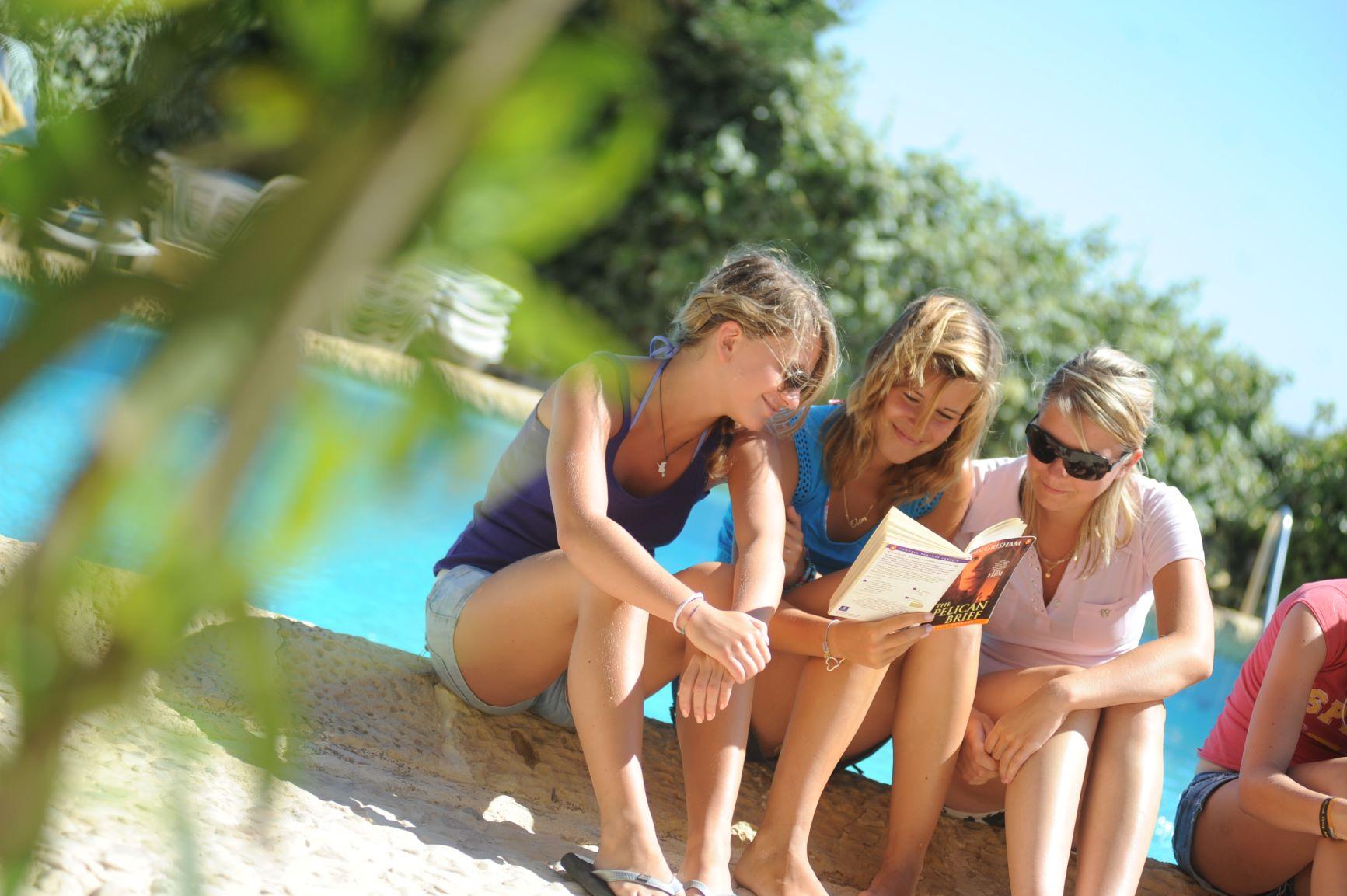 Sprachkenntnisse an sonnigen Orten Europas auffrischen und zahlreiche Freizeitmöglichkeiten erleben!