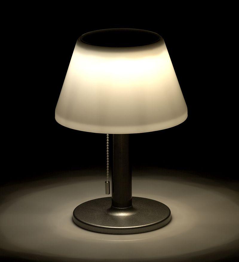 Luminea Dimmbare Solar-LED-Tischleuchte mit 150 Lumen, 5 Watt, Ø 20 cm, IP44, www.pearl.de