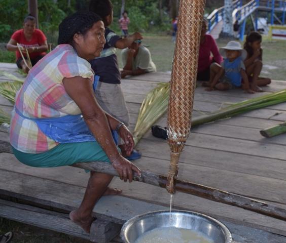 Bieten Gästen Einblick in ihr tägliches Leben: Mitglieder indigener Bevlkerungsgruppen Guyanas (Foto: GTA)