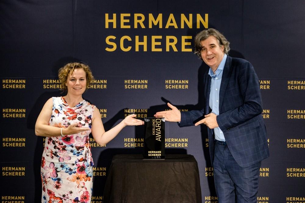 Überreichung des Excellence Awards an die Preisträgerin