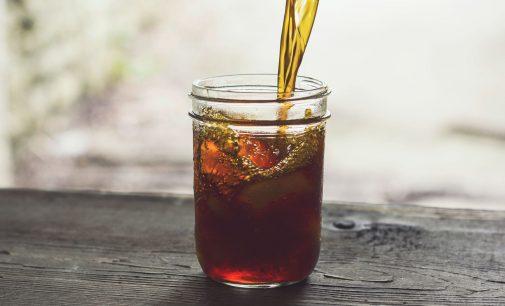 Mit Tee gegen die Sommerhitze