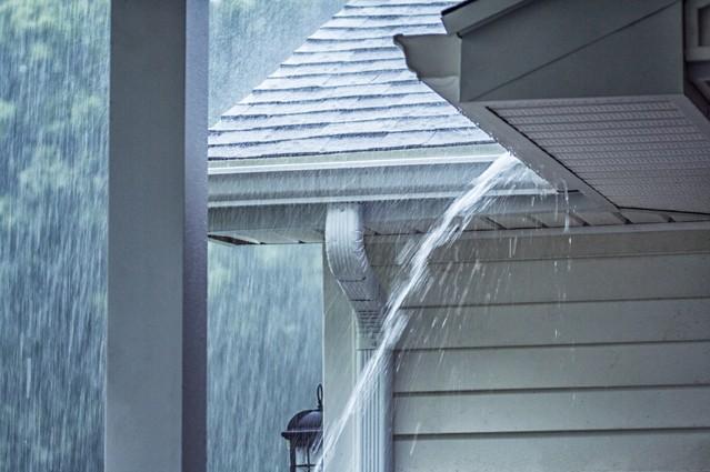Hausbewohner sollten bei ihrer Versicherung auf den Zusatzschutz 'Weitere Naturgefahren' achten.