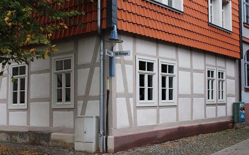 Für die Sanierung wurden auf Wunsch des Bauamtes Haga Naturkalkputze verwendet, die sich in der Denkmalpflege bewährt haben.