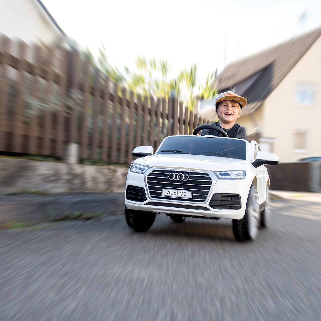 Playtastic Kinderauto Audi Q5, bis 7 km/h, Fernsteuerung, MP3, weiß, www.pearl.de