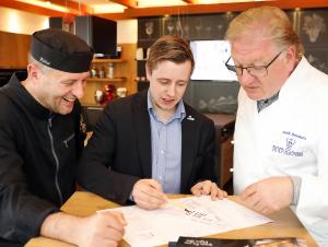 Planen das nächste Online-Event: Küchendirektor Roger Achterath, Marco May-Böhm und Frank Schwarz (v. l.). © Holger Bernert