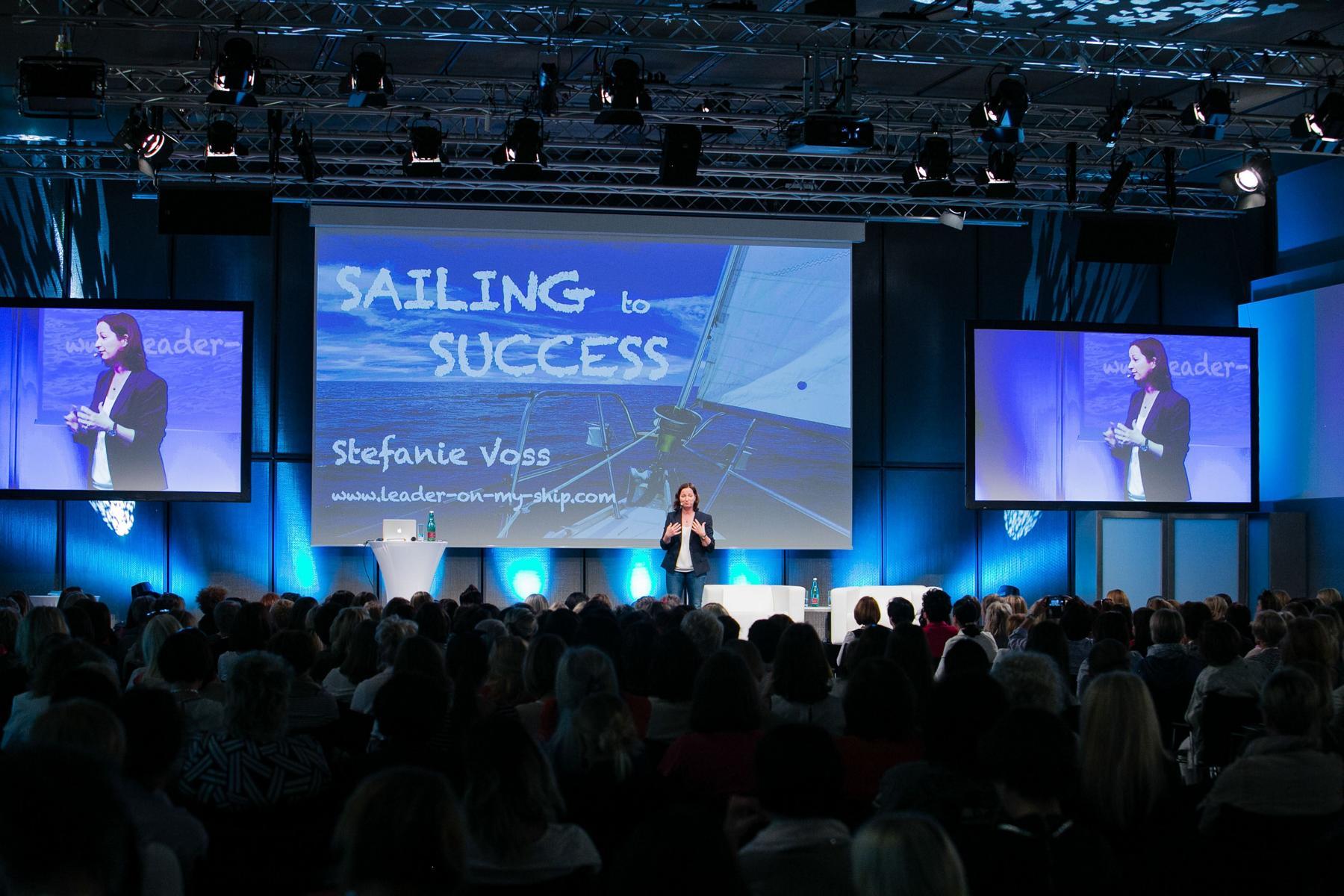 Vortragsrednerin und Weltumsegler in Stefanie Voss zeigt Rednerinnen wie diese auf große Bühnen komm