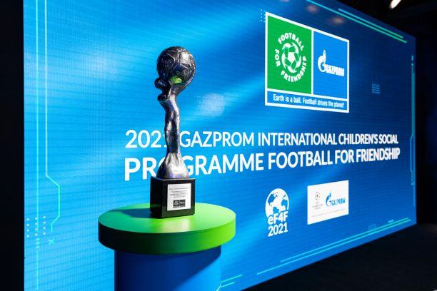 Am Tag des Fußballs 25. April fand die Online-Auslosung der Teams statt.