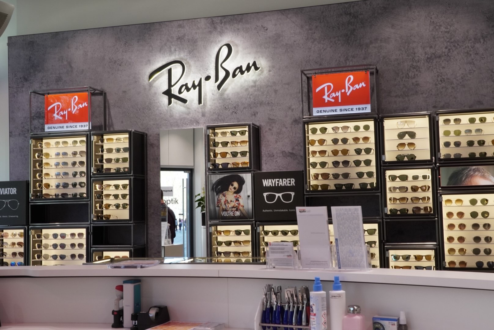 pro optik Flagship-Store Stuttgart mit der größten stationären Verkaufsfläche für Ray-Ban bundesweit
