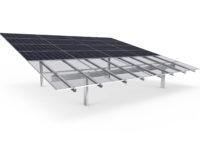 PV-Freiflächenanlagen schnell und kostengünstig montieren: AEROCOMPACT bringt Rammsysteme für mittelgroße Solarparks auf den Markt