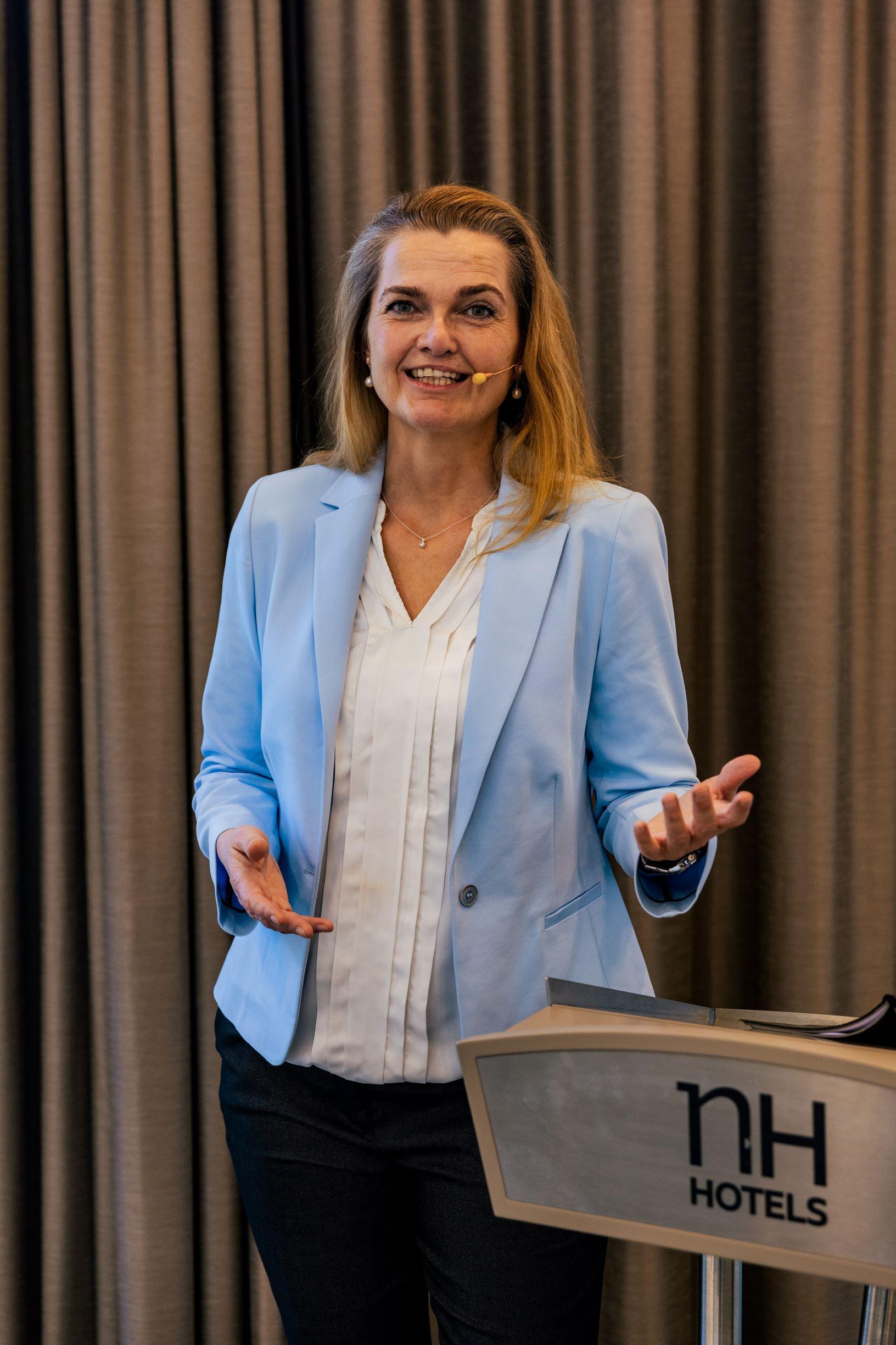 Claudia Arheit ist Expertin für Mitarbeiterführung und Teamentwicklung