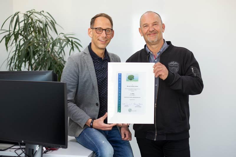 Michael Bleicher und Viktor Rath freuen sich über die Auszeichnung