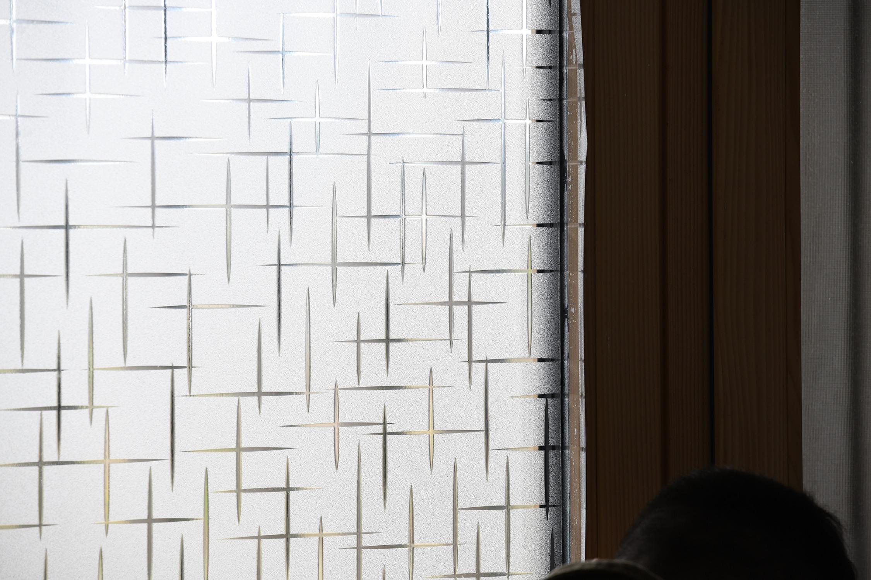 Dekorfolie im Sternenmuster an Fenster