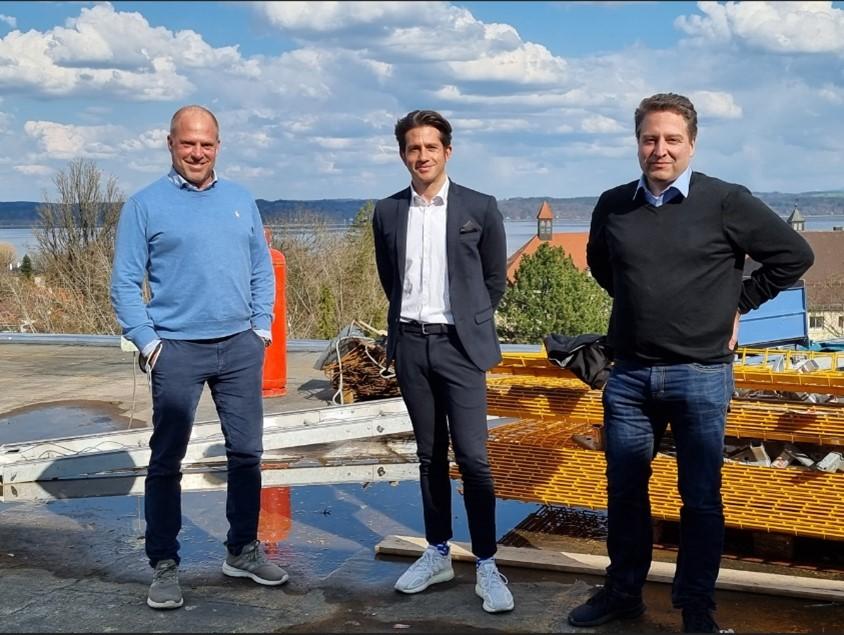 Pete Jendras (NIC-place, 1.v.l.), Niko Hossain  und Rolf Henrich (CEO/CTO von logistics.cloud)
