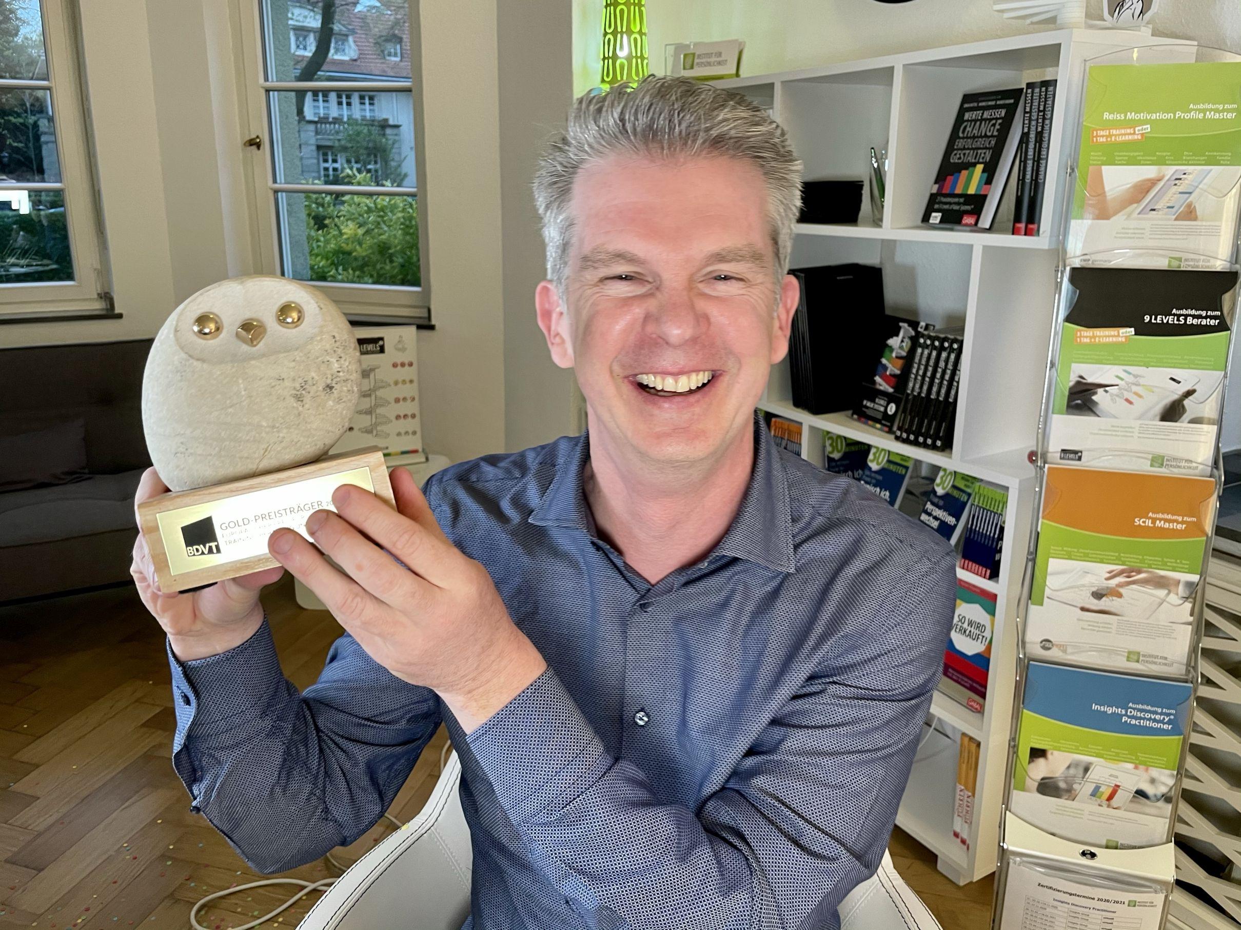 Markus Brand, Leiter Institut für Persönlichkeit, freut sich über Europäischen Trainingspreis 2021