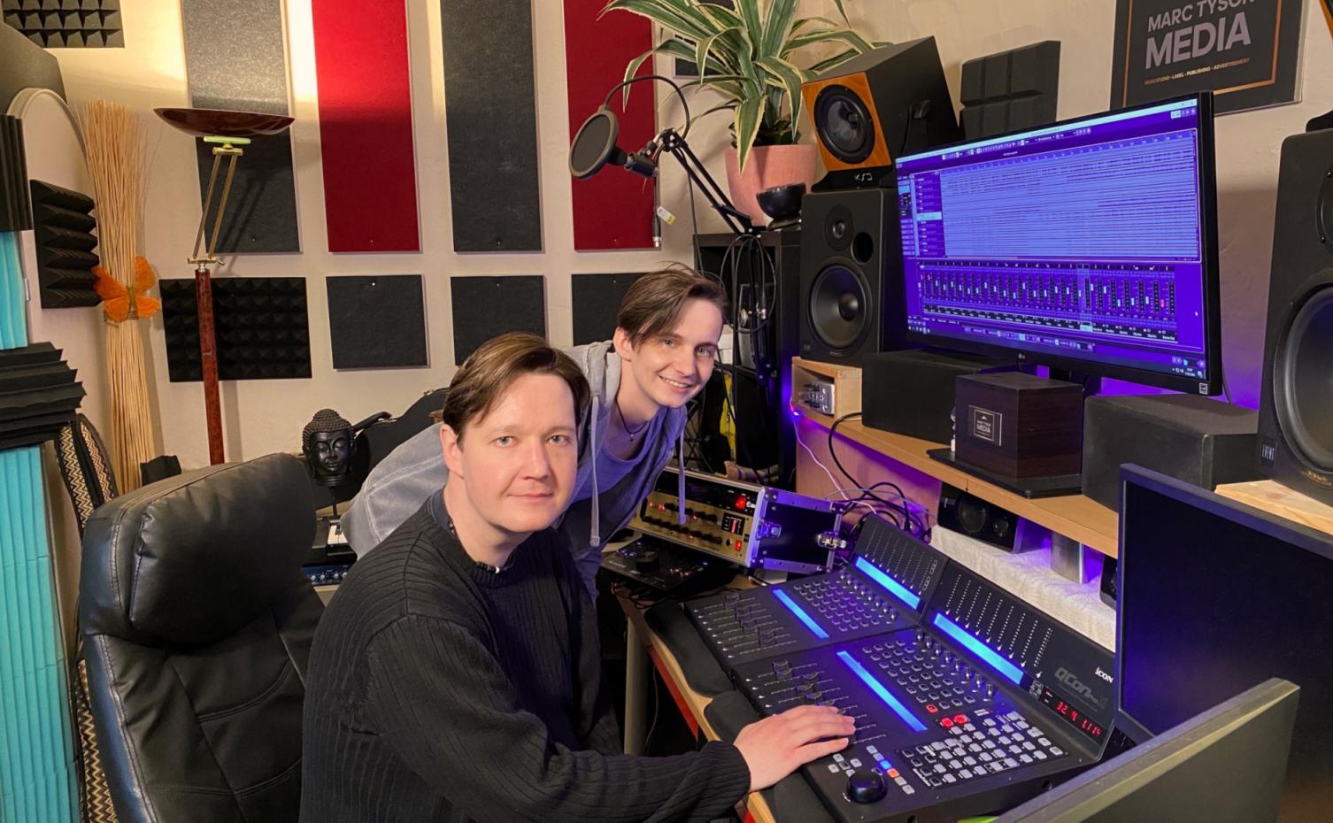 Rocco und Marc im Tonstudio.