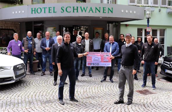 Die Übergabe der 1500 Euro von APROS bei der Vereinstagung zeigt den Willen etwas für Bildung zu tun
